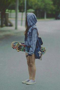 Images For Your Novels - Girl + Skateboard - Styling - Skater Girls Skater Girl Style, Skater Girl Outfits, Tumblr Skate, Surfergirl Style, Surf Hair, Skate Girl, Converse Outfits, Skateboard Girl, Skateboard Tumblr
