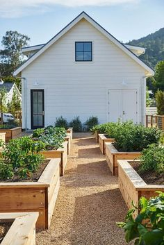 We LOVE this farmhouse vegetable garden!