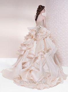 アクア・グラツィエがセレクトした、RS Couture(アールエス クチュール)のウェディングドレス、RS007をご紹介いたします。