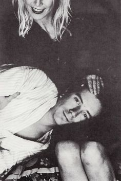 John and nora.a rare peaceful pix. Johnny Rotten, 70s Punk, Punk Rock, Heavy Metal, Rock And Roll, Handsome, Celebrities, Candy Store, Pistols