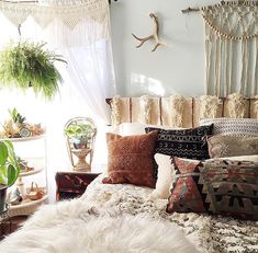 I LOVE THIS BEDROOM - very cozy airy.