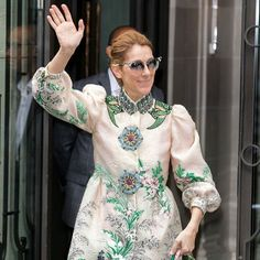 Vêtue d'un manteau Gucci le look de @celinedion n'était pas sans rappeler celui de Mary Poppins   via ELLE FRANCE MAGAZINE OFFICIAL INSTAGRAM - Fashion Campaigns  Haute Couture  Advertising  Editorial Photography  Magazine Cover Designs  Supermodels  Runway Models