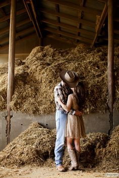 This couple is just to cute on their family farm for their engagement photo shoot........ omaha nebraska photographer_0244.jpg