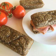 12 deliciosos snacks bajos en carbohidratos que puedes comer a cualquier hora del día   Upsocl Food N, Good Food, Food And Drink, Pan Bread, Bread Baking, Low Carb Recipes, Vegan Recipes, Healthy Food Alternatives, Sandwiches