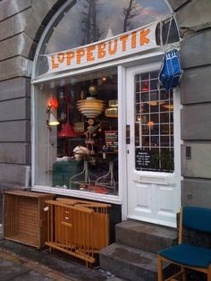 Just a little place I know … fab antiques shop on Frederiksberg Allé run by a very lovely lady who searches out lots of old Danish toys as well as lights and small pieces of furniture.