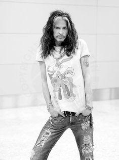 Steven Tyler, one badass dude Steven Tyler Aerosmith, Joe Perry, We Will Rock You, Liv Tyler, Rock Legends, Celebs, Celebrities, Rock Music, Music Music