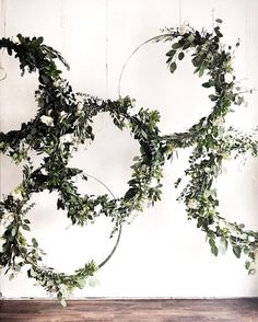 Greenery vine wreath | Modern wedding wreath #weddingwreath #wreath