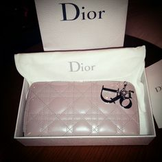 Dior.....purse in metallic look! ~white-grey~