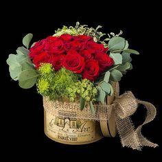 Original caja de Rosas rojas. https://www.mardeflores.com/es/producto/paris #FloristeriasMardid #Envio de Flores