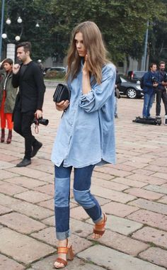 Loose Top And Skinny Jeans 2017 Street Style