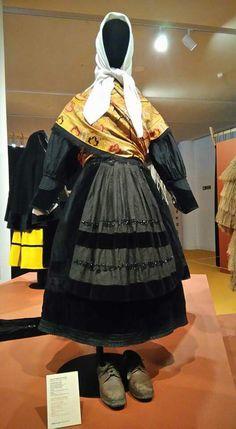 Fotos da rede da exposición Con fio no Gaias European Dress, Folk Costume, Folklore, Portugal, Barcelona, Photography, Clothes, Dresses, Fashion