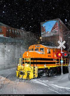 RailPictures.Net Photo: NECR 3015 New England Central EMD GP40-2LW at Bellows…