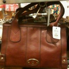 c0bbdf014122 Saw this purse at Bold Bean last night and now I m on a mission to find  this Fossil bag.