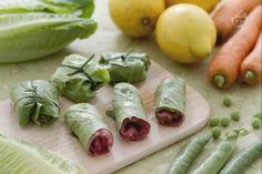Gli involtini freddi di lattuga sono un antipasto fresco e sfizioso, da preparare sia con le verdure che con il carpaccio e da gustare tutto l'anno!