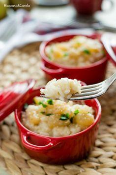 Risotto Parmigiano con pera caramelizada y nueces ralladas.