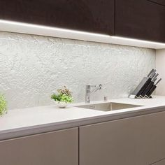 Textured Glass Splashbacks....... so easy to clean!!!!! . #glass #kitchensplashbacks #byronbay