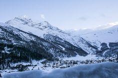 Wallis Sehenswürdigkeiten: 40 Ausflugsziele und schöne Orte - Travelstory.ch Wallis, Seen, Mount Everest, Mountains, Nature, Travel, Switzerland, Road Trip Destinations, Beautiful Places