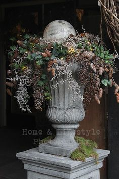 Cup: Ivy & cones & berries (without instructions)Cup: Ivy & cones & berries (without instructions) How to Create Sensational Pots and Planters Plan the structure Plan the structure Purple Fountain Gr. Christmas Urns, Christmas Flowers, Winter Flowers, Outdoor Christmas, Rustic Christmas, Christmas Home, Christmas Holidays, Christmas Wreaths, Christmas Decorations