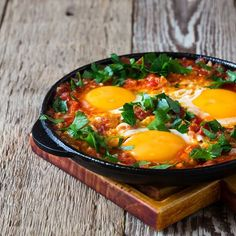 Try my delicious Moroccan spiced eggs. Brunch is a brilliantly relaxed way of enjoying a weekend morning. But beware the big calorie hit behind lots of apparently healthy recipes. Queso Mozzarella, Diet Recipes, Healthy Recipes, Huevos Rancheros, Entrees, Food Porn, Spices, Brunch, Food And Drink