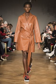 The complete Stand Stockholm Fall 2018 fashion show now on Vogue Runway. Stockholm, Seoul, Ukraine, Istanbul, Autumn Fashion 2018, Tokyo Fashion, Vogue Russia, Fashion Show Collection, Outerwear Women
