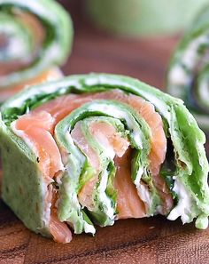 Deliciously savory smoked salmon pinwheels rolled up with a flavorful chive and dill cream cheese and tons of fresh spinach. This easy healthy appetizer comes together in just 10 minutes for the ultimate party food or snack Healthy Dinner Recipes, Appetizer Recipes, Cooking Recipes, Brunch Appetizers, Healthy Brunch, Budget Recipes, Healthy Party Foods, Veggie Party Food, Healthy Snacks Savory