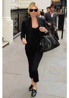 Kate Moss  Así llevan ellas los zapatos mocasín y de aire masculino.