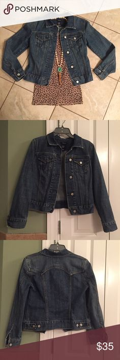 "EUC 1969 Gap Denim Jacket EUC 1969 Gap Denim Jacket, 100% cotton, tailored fit, great for fall!  🍂🍁 Measurements when laying flat: Length 20"" Sleeve 23"". No trades. GAP Jackets & Coats Jean Jackets"