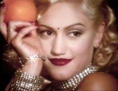Gwen Stefani - Make-up and hair perfection