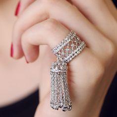 Big Wedding Crystal Tassel Ring Baroque Jewelry for Women Luxury Brand European Fashion Drop Dangle Finger Anillos anel feminino Antique Jewellery Designs, Gold Ring Designs, Fancy Jewellery, Indian Jewellery Design, Stylish Jewelry, Cute Jewelry, Bridal Jewelry, Luxury Jewelry, Indian Jewelry Sets