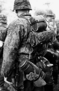 Waffen -SS soldier equipment. WW II