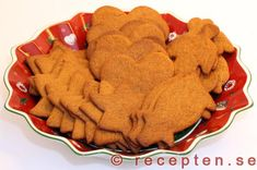 Pepparkakor - amazing with Stilton! The UK doesn't really have a Christmastime equivalent to this moreish biscuit similar to Speculoos/Spekulatius. The nearest are Lotus. Gingerbread Cookies, Christmas Cookies, Christmas Presents, Swedish Christmas Food, Bread Recipes, Cooking Recipes, Banana Cream, Biscuits, Cookies