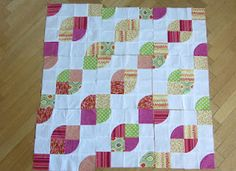 Quilting In The Cold: love this block layout Gingham Quilt, Loom Knitting, Quilt Making, Baby Quilts, Quilt Blocks, Quilting, Layout, Cold, Blanket