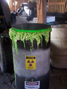 Goldie's Toxic Waste Barrels - Woodhegm has posted a great tutorial on how to make some awesome Toxic Waste Barrels. These cool looking props utilize the same technique as Goldie's Bubbling Halloween Cauldron, but the sheer size and the addition o Mad Scientist Halloween, Mad Scientist Party, Holidays Halloween, Scary Halloween, Happy Halloween, Halloween Garage, Diy Halloween Decorations, Halloween Crafts, Halloween Party