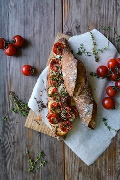 Grilled Tomato, Chèvre and Thyme Baguette Sandwich ° eat in my kitchen Dinner recipes Food deserts Delicious Yummy Vegetarian Recipes, Cooking Recipes, Healthy Recipes, Baguette Sandwich, Grilled Sandwich, Fingers Food, Food Porn, Grilled Tomatoes, Snacks