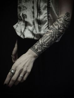 Check out Nice tribal tattoo or other tribal forearm tattoo designs that will blow your mind, tattoo ideas that will be your next inspiration. Bild Tattoos, Love Tattoos, Beautiful Tattoos, Body Art Tattoos, Tatoos, Forearm Tattoos, Tattoo Women, Tattoos For Women, Tattoos Mandalas