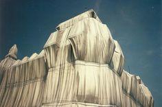 Pour Christo, « son art est le résultat d'une réflexion et d'une intuition esthétique imposée à un environnement naturel et construit ».