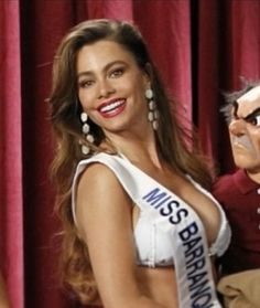 Sofia Vergara Miss Barranquilla Modern Family 2 Broke Girls, South Park, Sofia Vergara Hot, Blonde With Glasses, Colombian People, Sofia Vegara, Tv Show Music, Family Video, Latin Women
