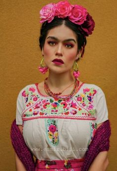 Trendy Flowers Crown Diy Frida Kahlo 56 Ideas Source by franziskagrohma de carnaval Mexican Halloween, Mexican Costume, Mexican Outfit, Mexican Party, Mexican Fancy Dress, Mexican Hair, Costume Frida Kahlo, Frida Kahlo Makeup, Freida Kahlo Costume