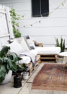 DIY Pallet Couch @th