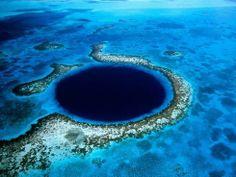 """Okyanus'un en derin noktası Pasifik Okyanusu'nda, Guam Adası'nın güney batı tarafında kalan Mariana Çukuru'dur.Dünyada bir çok """"Mavi Delik"""" bulunmakta ancak hiçbiri """"Büyük Mavi"""" kadar çarpıcı değil."""