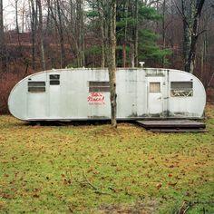 Cabana de caça próximo a Galeton, Pennsylvania, USA.  A estrutura foi utilizada pela mesma família desde 1955.  Fotografia: Brad Bireley.