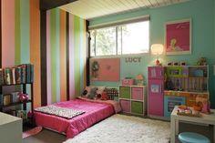 Низкая кроватка в детской