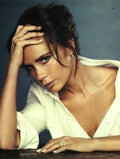 Victoria Beckham wears Bamboo White polish