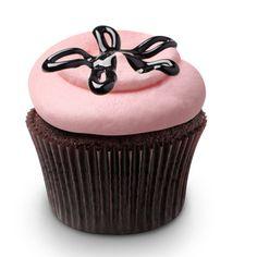 Georgetown Cupcake Strawberry Lava Fudge Cupcakes BETHANIES BIRTHDAY CAKE MAKE THIS