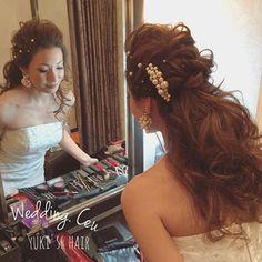 . . eriさんのクールハーフアップ。 . 前回の投稿が好評で、 . #プレ花嫁 さんからバックスタイルも見たい〜とのご要望。 . 下ろした  ふわくしゅ…❤︎ . 最高に可愛いです . . #結婚式#美容師#髪型#ブライダル#ヘアアレンジ#ヘアアクセ#ヘアセット#ヘアーアレンジ#セット#結婚#ドレス#花嫁#編み込み#ルーズ#ヘア#美容院#美容室#ヘアメイク#ウェディング#ヘアスタイル#アレンジ#写真#love#hairstyle#hairstyles#bridal#weddinghair#bridalhair#hairarrange