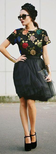 Retro 50's Style Black Chiffon High Waist Skirt & Multicolored Metallic Floral Roses Print Top retro style #UNIQUE_WOMENS_FASHION