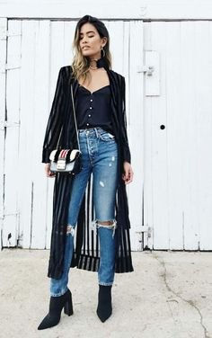 10 Productions with destroyed jeans to inspire you in today's ballad – Fashion Tips Style Casual, Casual Outfits, Cute Outfits, Maxi Cardigan, Denim Fashion, Fashion Outfits, Womens Fashion, Mode Jeans, Destroyed Jeans