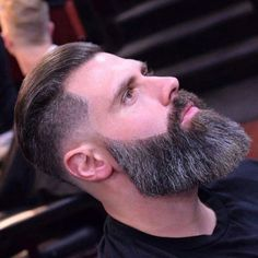 If my hair wasn't so thick and would lay down like his… – coiffures et barbe hommes Long Beard Styles, Hair And Beard Styles, Styles Of Beards, Great Beards, Awesome Beards, Badass Beard, Beard Cuts, Beard Haircut, Hair Trends