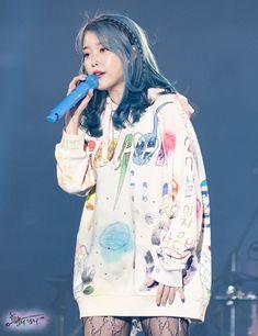 Iu Twitter, Iu Hair, Concerts In Seoul, Warner Music, Cute Baby Wallpaper, Mode Kpop, Iu Fashion, Handsome Anime Guys, Iconic Women
