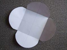 Pour faire une enveloppe carrée à l'aide d'un CD ROM